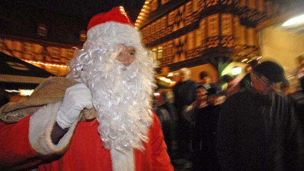 Nikolaus auf dem Weihnachtsmarkt