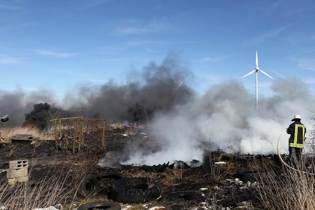 Dichter Qualm: Die Rauchschwade des brennenden Reifenlagers war von weit aus zu sehen. Foto: privat