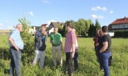 Ortstermin: Vertreter der Lauterbacher CDU im Gespräch mit Anwohnern des Wohngebiets Hohe Stube. Im Juni wurden die Häuser hier erstmals durch ein Hochwasser bedroht. Foto: CDU Lauterbach