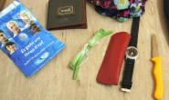 Wem gehören diese Gegenstände? Die Polizei in Melsungen sucht nach der Person, der diese Dinge gehören. Es könnte ihr etwas zugestoßen sein, sagen die Beamten. Fotos: Polizei