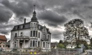 Dominant an der Straße nach Altenburg: die Villa Raab in Alsfeld. Bald könnte auf dem angrenzenden Gelände ein Hotel entstehen. Archivfoto: aep