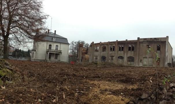 Ein Blick ins Archiv: Das Gelände der Villa Raab im November 2014. Die Fabrik-Ruine ist inzwischen abgerissen. Auf ihrem Platz könnte bald ein Hotel entstehen.