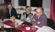 Schnappschuss vom Gespräch: Vorsitzender der CDU Feldatal Ralf Bunn mit den beiden stellvertretenden Kreisvorsitzenden Michael Ruhl aus Herbstein (links) und Rosemarie Müller aus Feldatal. Foto: CDU
