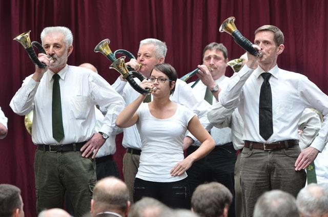 Waidmännische Klänge: Die Jagdhornbläser Alsfeld begleiteten die Eröffnung. Fotos: jal