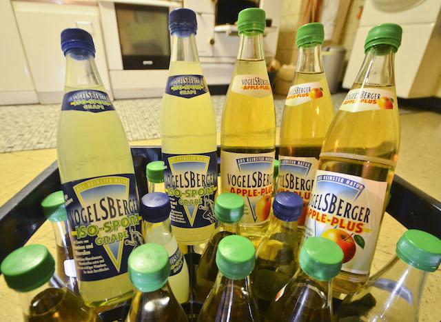 Die letzten ihrer Art: Die Produktion der Vogelsberger Getränke soll weiter gehen. Allerdings bekommen die Produkte einen neuen Namen. Foto: jal