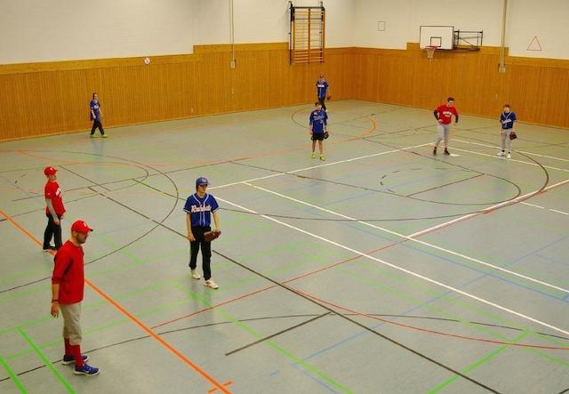 Rot hat gewonnen: Die Spielgemeinschaft Heblos-Kassel in blau spielte gegen Friedberg. Fotos: privat