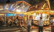 Mittelpunkt des Pfingstmarktes: das Alszelt. Die Mischung aus bayrischer Gemütlichkeit und Partyzone lädt alle Arten Besucher ein. Foto: aep/archiv