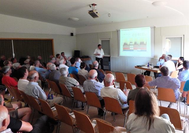 Kritischer Vortrag zum Thema Windkraft: Zur Info-Veranstaltung des Vereins Schöner Ausblick kamen 70 Zuhörer nach Berfa. Foto: privat/Anke Decher-Wahby