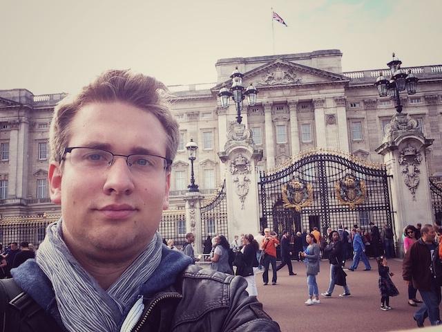 Berichtet für Oberhessen-Live über den britischen Alltag: OL-Redakteur Juri Auel, hier vor dem Buckingham Palace. Fotos: jal