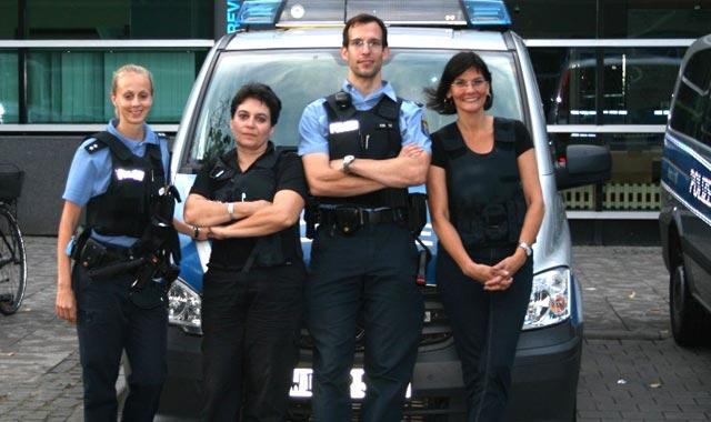 unterwegs im polizeialltag corinna offeney 2vl und eva goldbach r mit den polizeioberkommissaren wege und kirsch fotos privat - Polizei Hessen Bewerbung