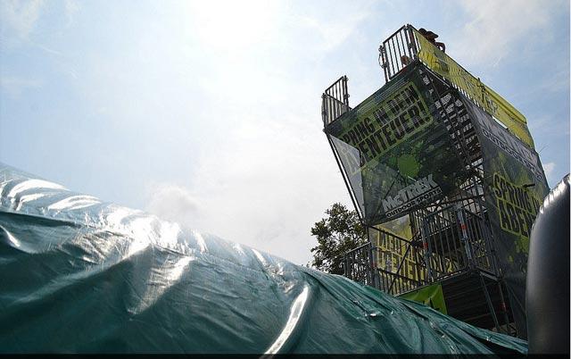 Nervenkitzel für Mutige: der Free Fall-Tower auf dem Hoherodskopf. Ein 12-jähriges Mädchen aus Fulda ist nach einem Unfall auf dem Turm nun verstorben. Foto: osthessen-news