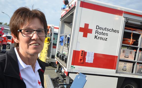 Erinnerte beim Festkommers an die Geschichte des Ortsverbandes: die Vorsitzende Elke Schneider.