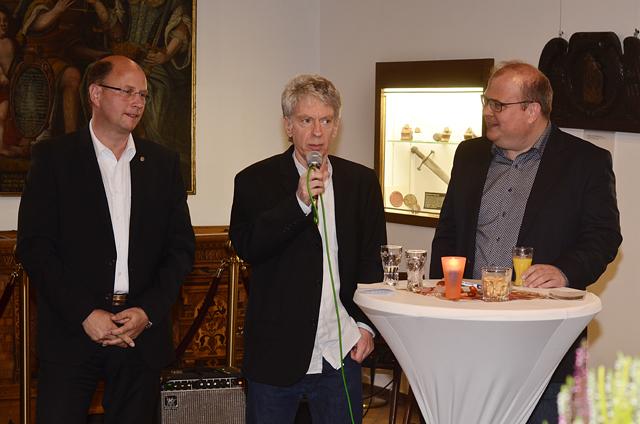 Eröffneten zusammen die Ausstellung: Jochen Weppler vom Geschichts- und Museumsverein, Fotograf Lucky Mondschein und Bürgermeister Stephan Paule. Fotos: jal