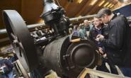Alt, Kult, faszinierend: Tausende Besucher kamen am Wochenende in die Hessenhalle, um historische Landmaschinen zu bewundern.