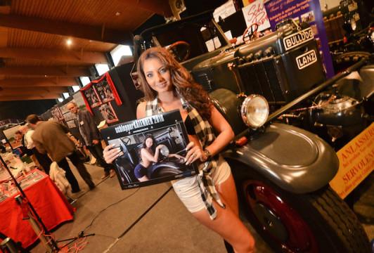 Scharrte die Männer um sich: Model Jessica Josephin Pollmeier präsentiert den Schlepper-Kalender 2016.