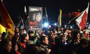 Der Erfurter Domplatz am vergangenen Mittwoch: Zwischen 3500 und 4500 Menschen sind zur asylkritischen Demo der Thüringischen AfD gekommen. Fotos: jal