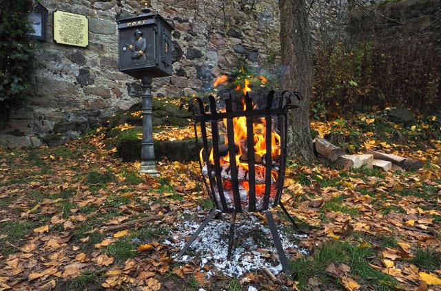 Feuerkörbe sollen es gemütlich machen: Die Homberger wollen mit einem Fest auf dem Schloss die Flüchtlinge in ihrer Stadt Willkommen heißen. Foto: Stadt Romrod