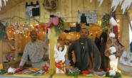 Engagiert für eine gelungene Integration: Die MES sammelt mit einem Weihnachtsmarkt Geld für ihre Integrationsklassen, die ASS bietet Sprachkurse an. Fotos: 1 MES/ 3 ASS