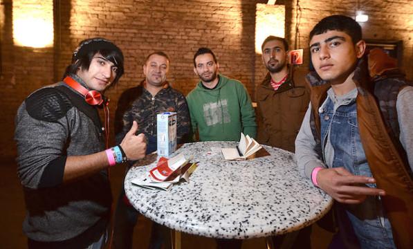 Ist dankbar, in Deutschland gut aufgenommen worden zu sein: Zamir Hima (zweiter von links) ist aus Albanien geflohen.