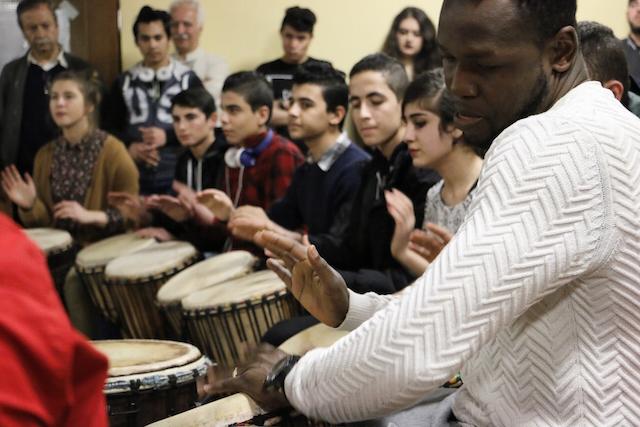 """Trommeln zum Abschied: Die Klänge der Westafrika-Kulturgruppe """"Die Welt"""" eröffneten den musikalischen Teil des Festes. Fotos: Gaby Richter, Pressestelle Vogelsbergkreis."""