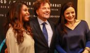 """Intendant und Regisseur Dieter Wedel mit seinen beiden Schauspielerinnen Motsi Mabuse (l.) und Elisabeth Lanz (r.) des Premieren-Stücks """"Hexenjagd""""."""