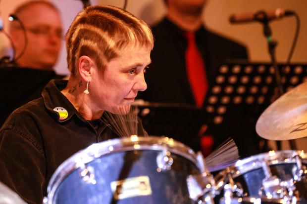 """Elke Saller """"lehrte"""" den Jungen Vocalisten den Rhythmus."""
