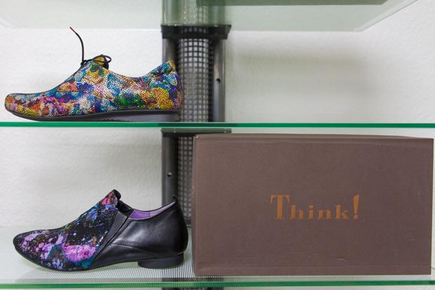 Ausgefallene Designs und Marken runden das breite Angebot vom Schuhhaus Sauer ab