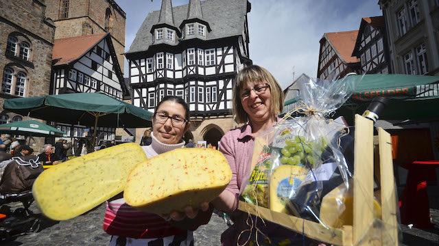 Schmeckt bei jedem Wetter: Der Käse von Michaela Stumpe und Annedore Schwarz. Fotos: jal