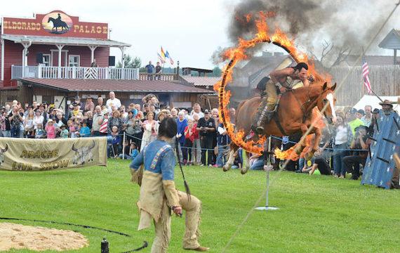 Actionhöhepunkt des Western-Wochenendes: die Stunt-Show von Wolfgang Kring und seiner Frau Ilona Hein.