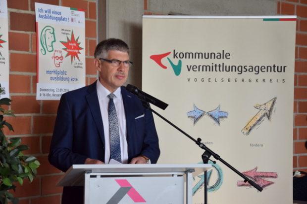 Landrat Manfred Görig ist begeistert von den Möglichkeiten der Schüler heutzutage,