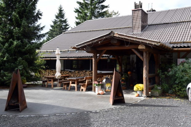 Der Eingang der Taufsteinhütte.