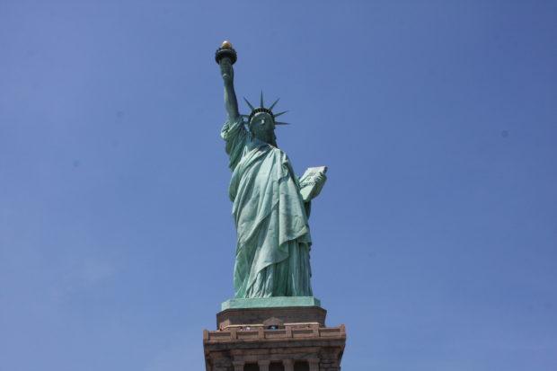 Die Freiheitsstatue auf Liberty Island im New Yorker Hafen ist mit das berühmteste Wahrzeichen der Vereinigten Staaten.