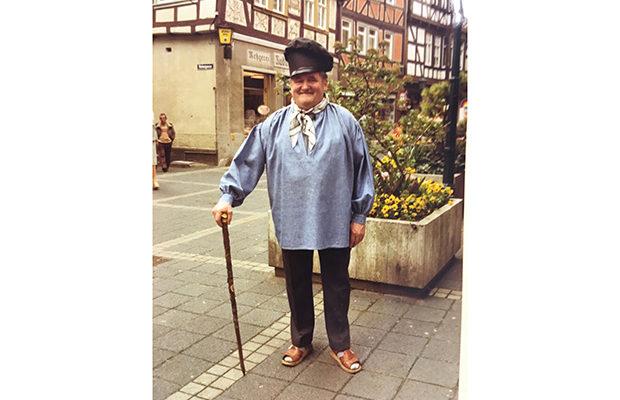 Rudolf Knierim in historischer Metzgertracht