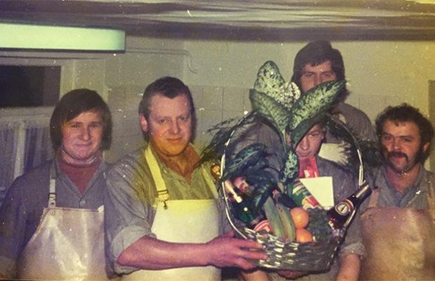 Die Männer in der Wurstküche (mit dem Erstgesellen Richard Scheer)