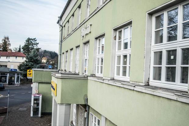 Der erste Eindruck zählt? Bald wird auch die Post von außen kaum noch wieder zu erkennen sein. Die Fassadenfarbe steht noch nicht fest - vielleicht sorgt eine Abstimmung der Bürger für die Entscheidung.