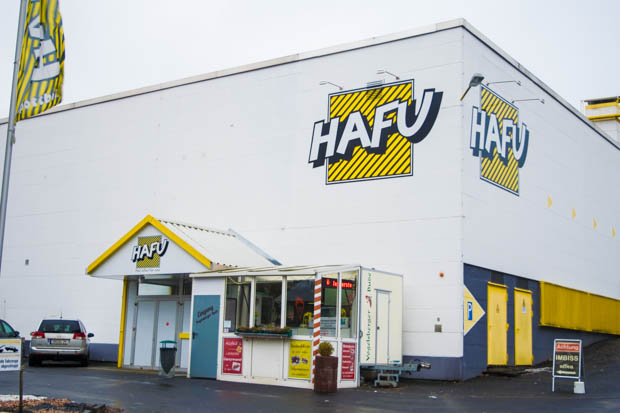 Das Hafu zieht um: Der Restpostenhändler zieht in die Nähe der Hessenhalle. Foto: Luisa Stock