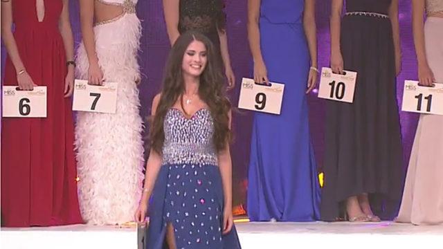 Stellte sich mit der Startnummer 1 vor: Monja Möser auf der Bühne der Miss-Germany-Wahl im Europark Rust. Screenshot: Livestream Bild.de