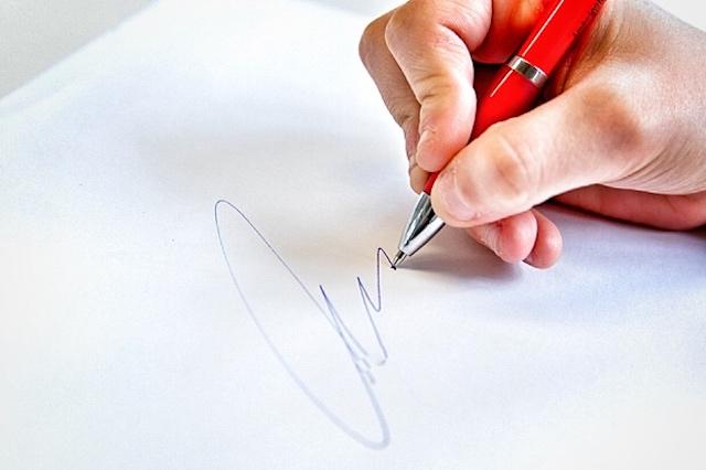 Fälschte der Mitarbeiter Unterschriften? Auch das sollen die Ermittlungen klären.