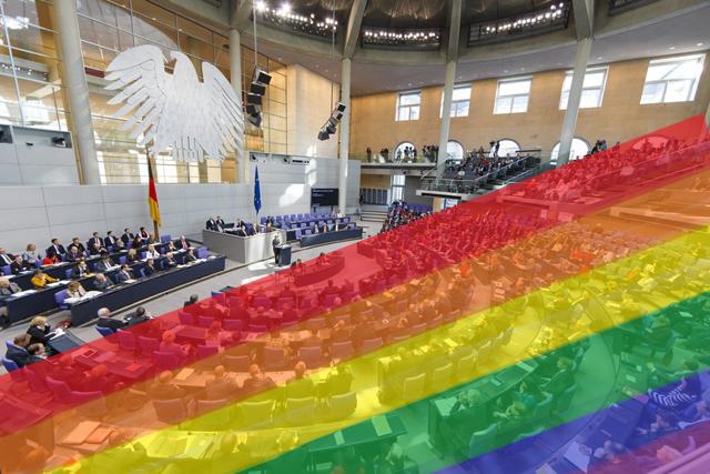 """Der Bundestag entscheidet über die """"Ehe für alle"""". Foto: Deutscher Bundestag / Thomas Trutschel/photothek.net. Montage: OL"""
