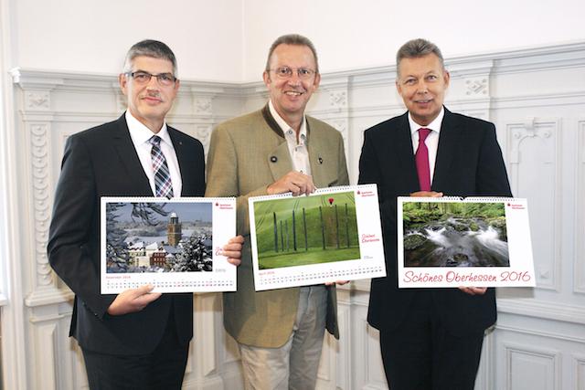 Von links: VB-Landrat Manfred Görig, Joachim Arnold, Landrat des Wetteraukreises und Günter Sedlak, Vorstandsvorsitzender der Sparkasse Oberhessen. Archivfoto: Sparkasse