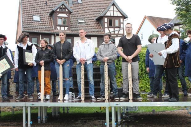 Feucht-fröhliches Gautschen im Hohhausgarten - Oberhessen-Live