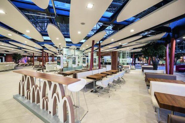 """So ähnlich könnte bald auch das Alsfelder McDonald's aussehen: Das McDonald's am Terminal 2 des Frankfurter Flughafens ist bereits ein """"Restaurant der Zukunft"""". Foto: obs/McDonald's Deutschland"""