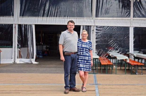Festwirt Thomas Bronswyk und seine Frau Ute. Foto: privat