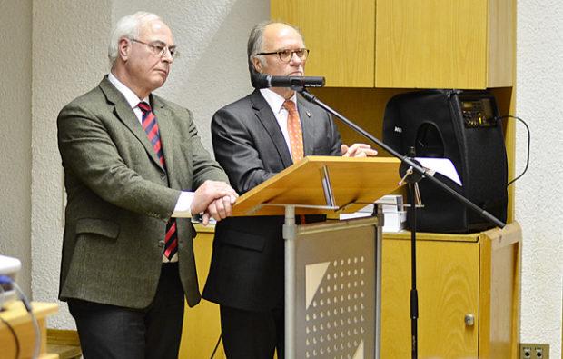 Paul Weimann und Peter Jakoby stellen sich den Fragen der Bevölkerung.