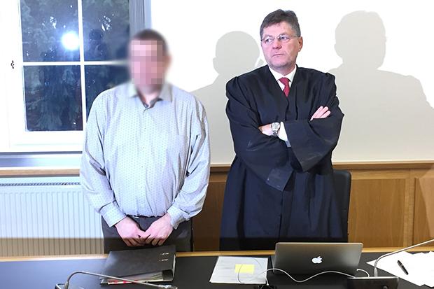 Maik H. und sein Anwalt Michael Simon. Foto: jal