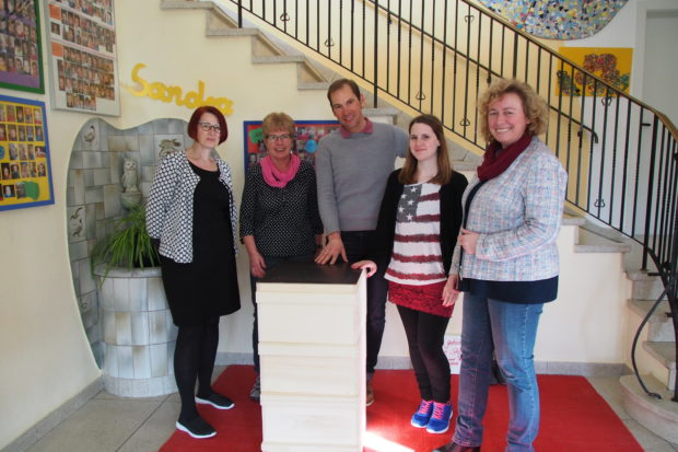 Kinder Bemalen Bienenk Sten An Den Bl Hwiesen Oberhessen