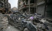 Zerstörte Häuser und ein völlig demoliertes Auto in Aleppo. Foto: People in Need/Welthungerhilfe.