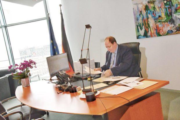 Braun in seinem neuen Büro.
