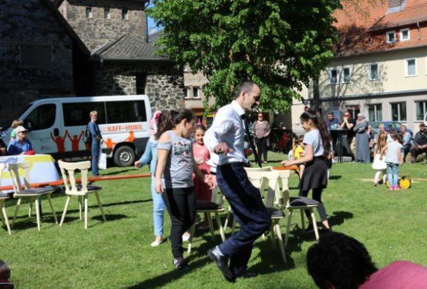 2018-05-05_freundschaftsfest_kindergruppe_mit_hodscha_c_schlitt
