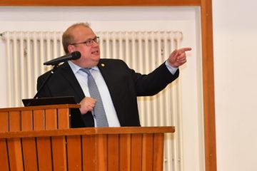 Bürgermeister Stephan Paule bei seiner Präsentation. Fotos: jal